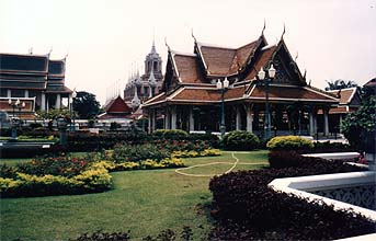 Bangkok: Wat Rachanada and Loha Prasat, near Khao San Road
