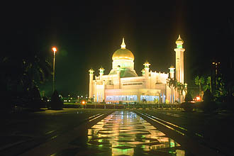 Brunei Bandar Seri Begawan Omar Ali Saifuddien Mosque by night