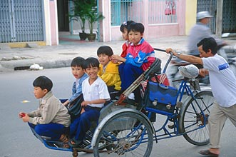Danang Cyclo with 6 children
