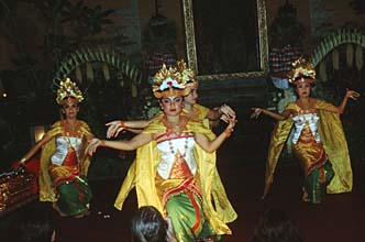 Bali Ubud Legong Dance performance in the Royal Palace04