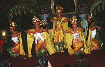 Bali Ubud Legong Dance performance in the Royal Palace05