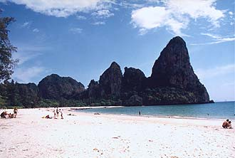 Krabi: Rai Lay West Beach with rocks