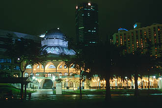 Kuala Lumpur - Mosque in KLCC park by night