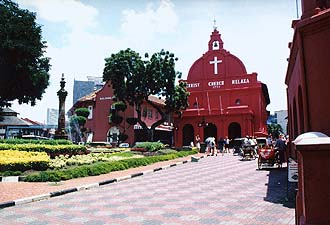Melaka : Town Square with Christ Church and Stadthuys