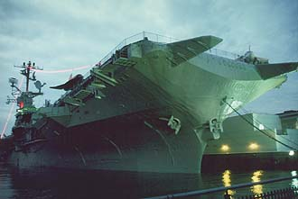 NYC_New_York_Aircraft_Carrier_Intrepid_by_night.jpg