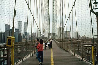 NYC_New_York_Brooklyn_Bridge_Pedestrian_walkway.jpg