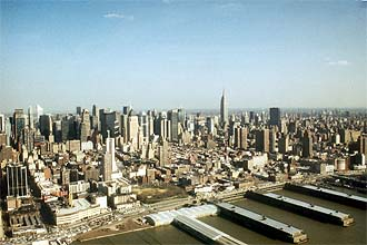 NYC_New_York_Central_Manhattan_and_Piers_from_Helicopter.jpg