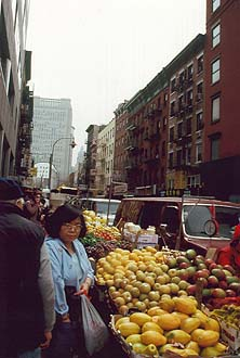 NYC_New_York_Chinatown_fruit_market.jpg