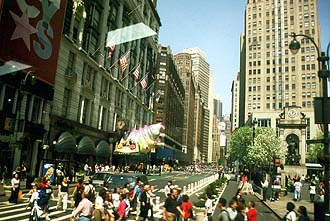 NYC_New_York_Macys_The_World%27s_largest_store