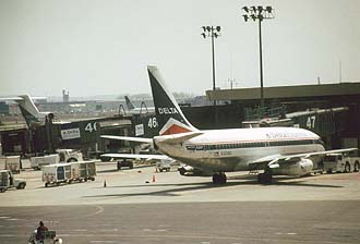 NYC_New_York_Newark_Airport_EWR_Delta_Express_Boeing_B737_Aircraft.jpg