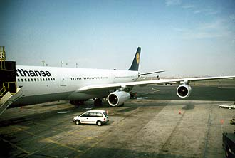 NYC_New_York_Newark_Airport_EWR_Lufthansa_Airbus_A340-300.jpg