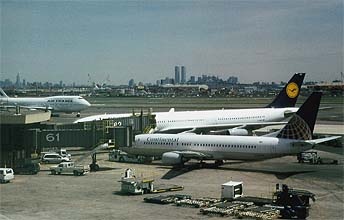 NYC_New_York_Newark_Airport_EWR_with_Manhattan_Skyline.jpg