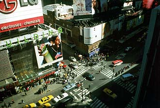 NYC_New_York_Times_Square_and_Bertelsmann_Building
