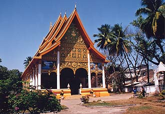 Wat Ongtu - it houses one of the biggest buddhas in Vientiane