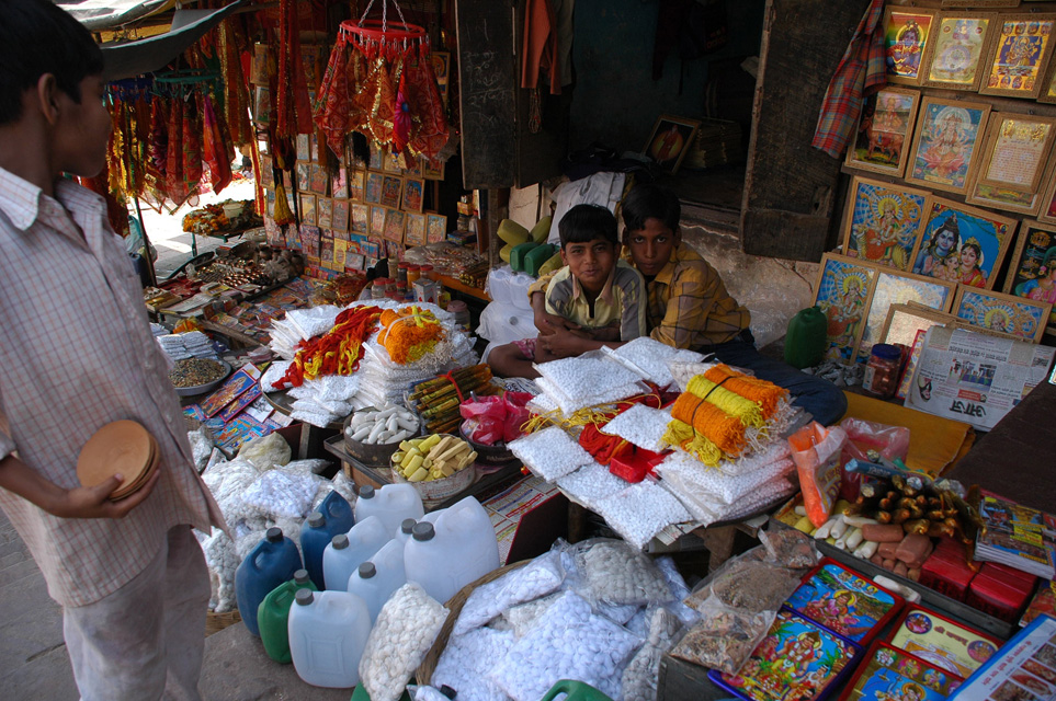 VNS Varanasi or Benares - shop selling articles for religious hindu ceremonies near Dasaswarmedh Ghat 3008x2000