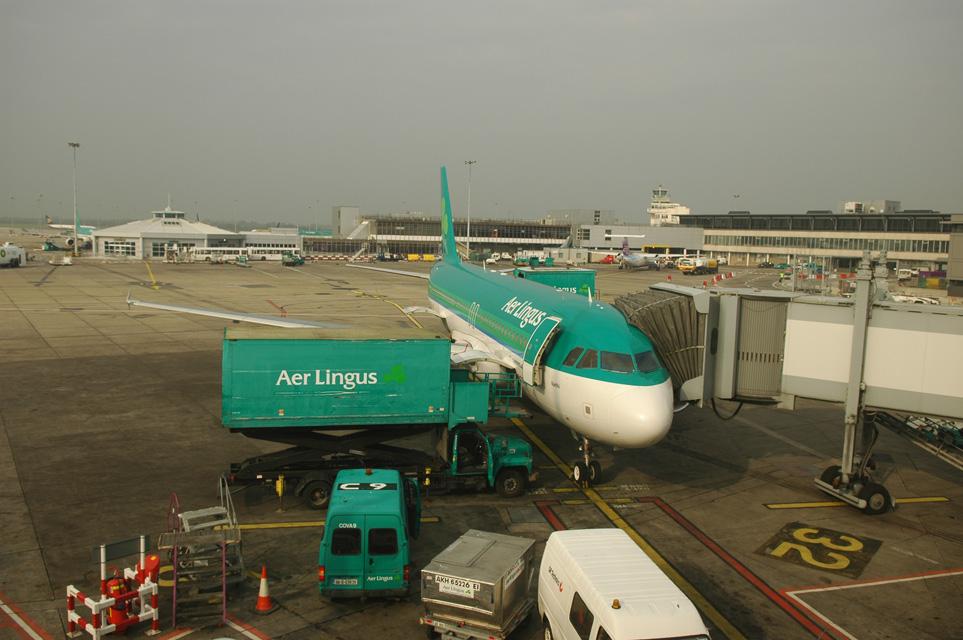 DUB%20Dublin%20Airport%20-%20Aer%20Lingus%20Airbus%20A320%20at%20the%20gate%203008x2000.jpg