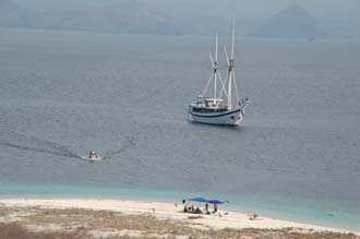 BMU Komodo Island Pulau Sabola Besar Island view from the island peak to Ombak Putih 3008x2000
