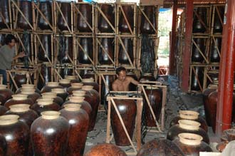 AMI Lombok Masbagik Timur pottery village big vases are professionally packed for export 3008x2000