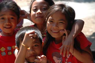 AMI Lombok Masbagik Timur pottery village happy smiling kids with red T-shirts 1 3008x2000
