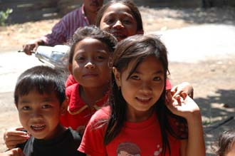 AMI Lombok Masbagik Timur pottery village happy smiling kids with red T-shirts 3 3008x2000