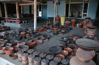 AMI Lombok Masbagik Timur pottery village shop with pottery products 1 3008x2000