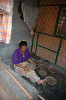 AMI Lombok Masbagik Timur pottery village woman applying ornaments on the potteryware before burning 1 3008x2000