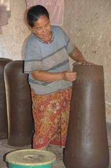 AMI Lombok Masbagik Timur pottery village woman applying ornaments on the potteryware before burning 2 3008x2000