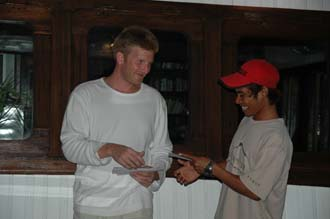 AMI Lombok Ombak Putih sailing ship captains dinner Martin handing out the tips 6 3008x2000