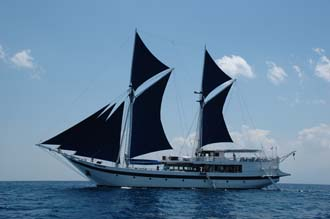 AMI Lombok Ombak Putih sailing ship from sea 3 3008x2000