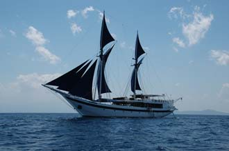 AMI Lombok Ombak Putih sailing ship from sea 4 3008x2000