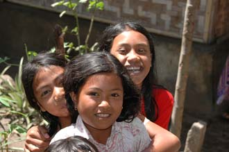 AMI Lombok Pringgasela traditional weaving village laughing girls posing for the camera 3008x2000