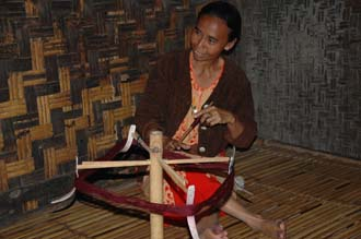 AMI Lombok Pringgasela traditional weaving village woman yarning 3008x2000
