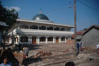 AMI Lombok new mosque with building of perimeter walls 3008x2000