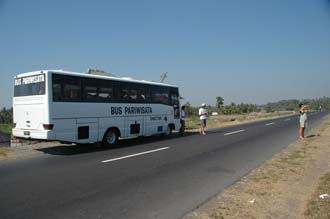 AMI Lombok tourist bus with foto-stop on the road from Labuhan Lombok to Masbagik Timur pottery village 3008x2000