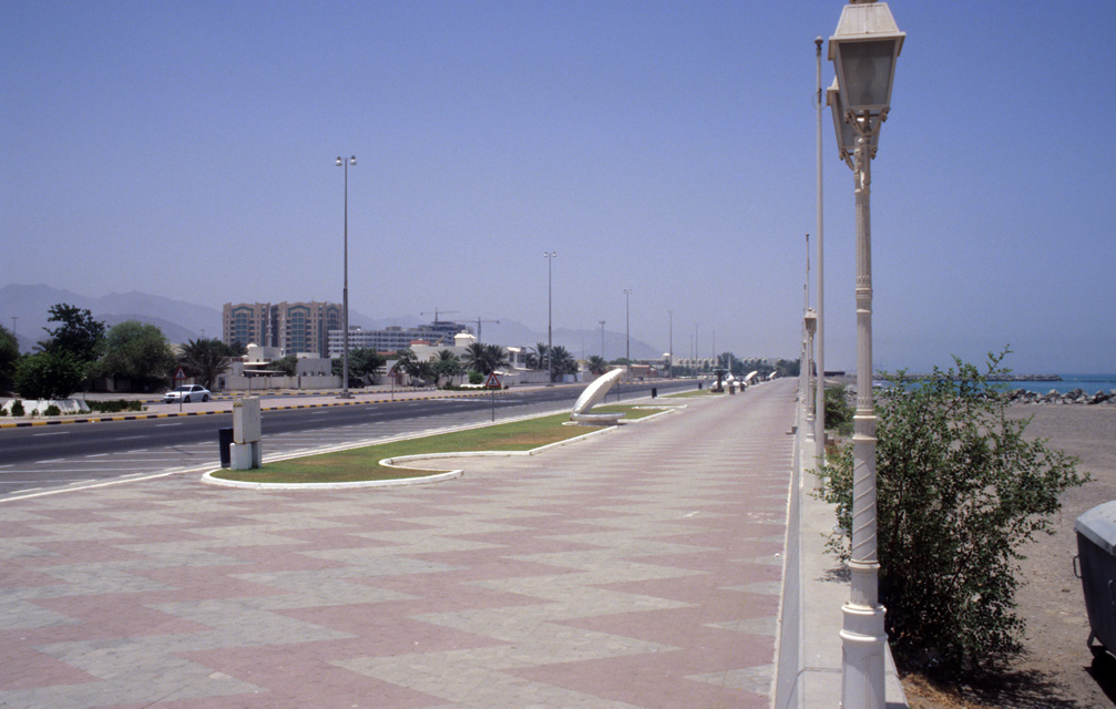 DXB Fujairah - Corniche Road with beach 5340x3400