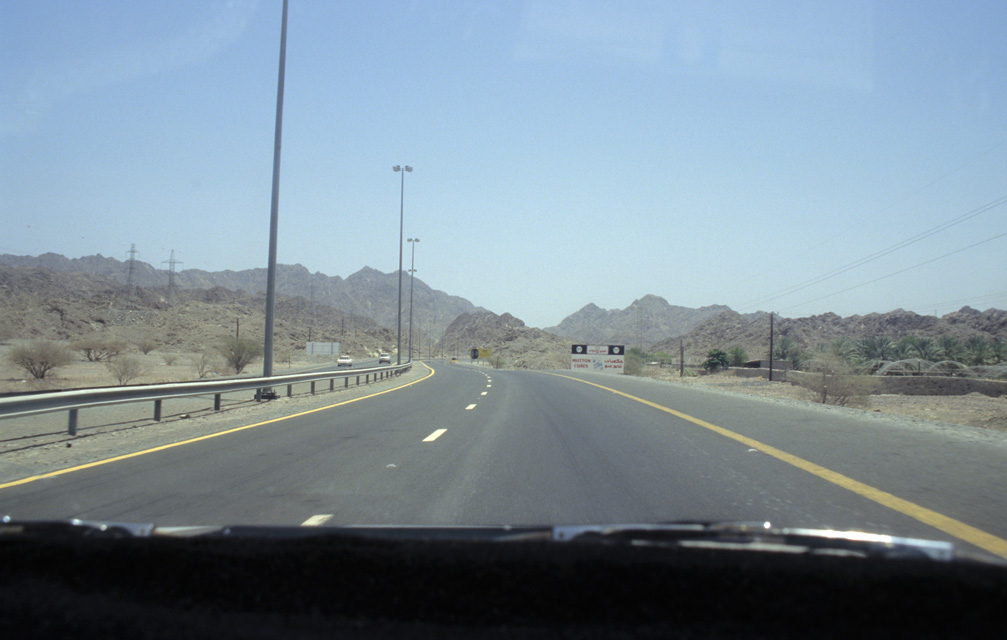 DXB Fujairah - highway from Dubai to Fujairah on Omani territory with Hajar mountains 01 5340x3400