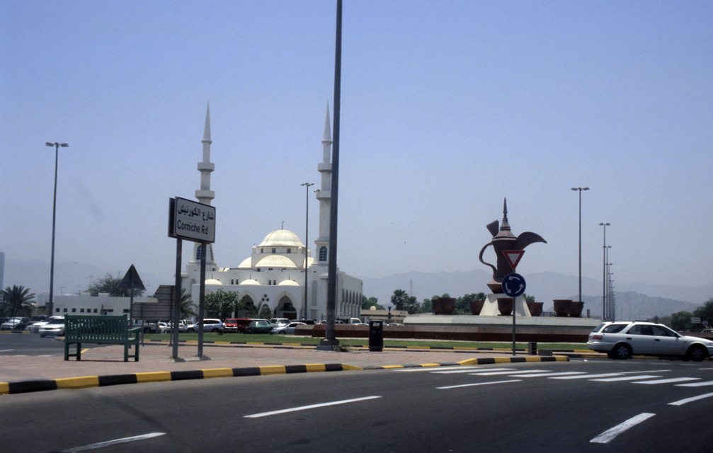 DXB Fujairah - mosque and Coffee pot roundabout with Corniche Road 5340x3400